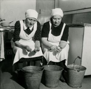 Kuopion Asemaravintolan henkilökuntaa, 1950-luku. Matkaravinto Oy.